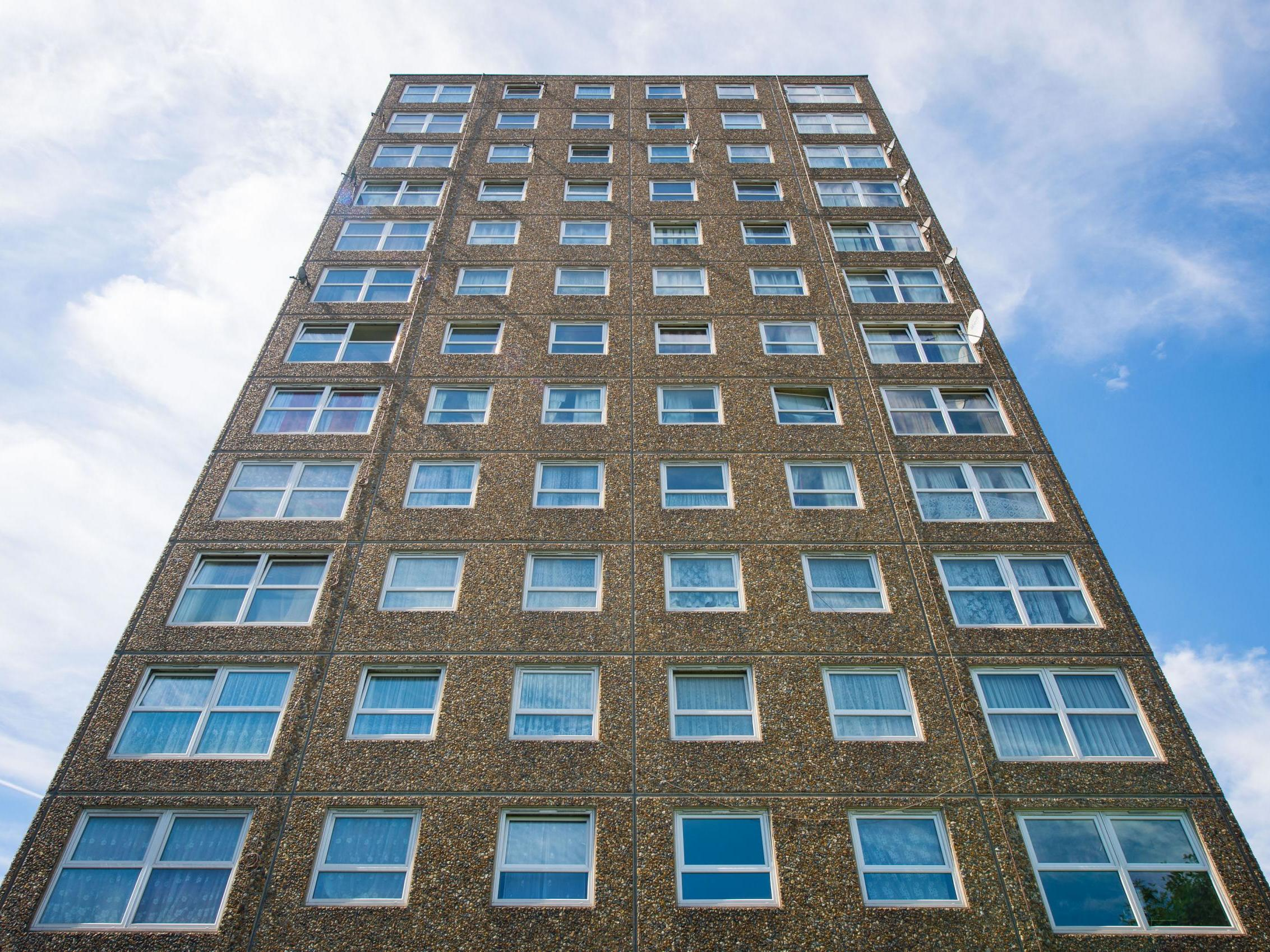 Hundreds of tower blocks across UK at risk of collapse, say experts