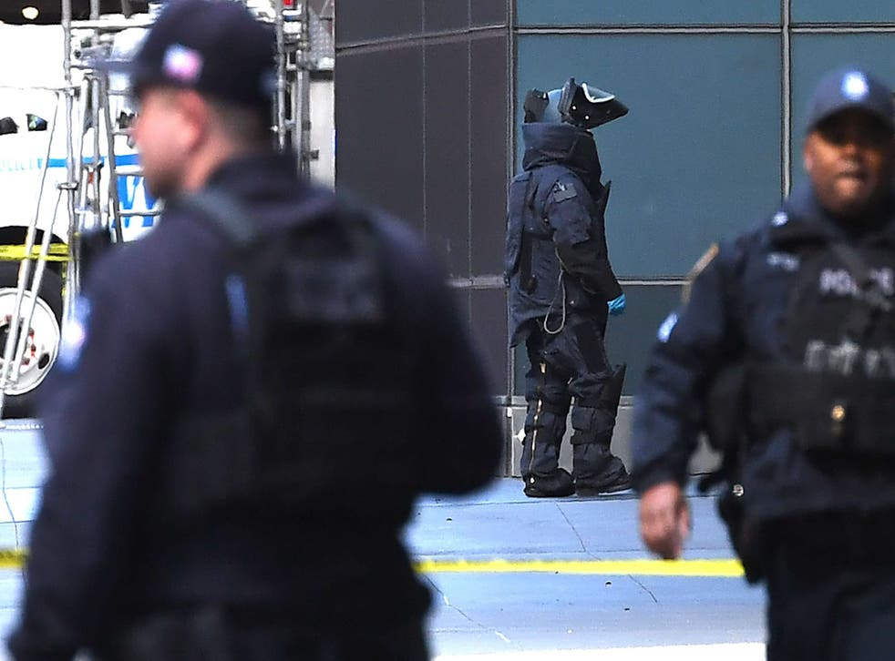 New York City Police Department Bomb Unit personnel arrive outside the Time Warner Building on 24 October 2018 after an explosive device was delivered to CNN's New York bureau. (TIMOTHY A. CLARY/