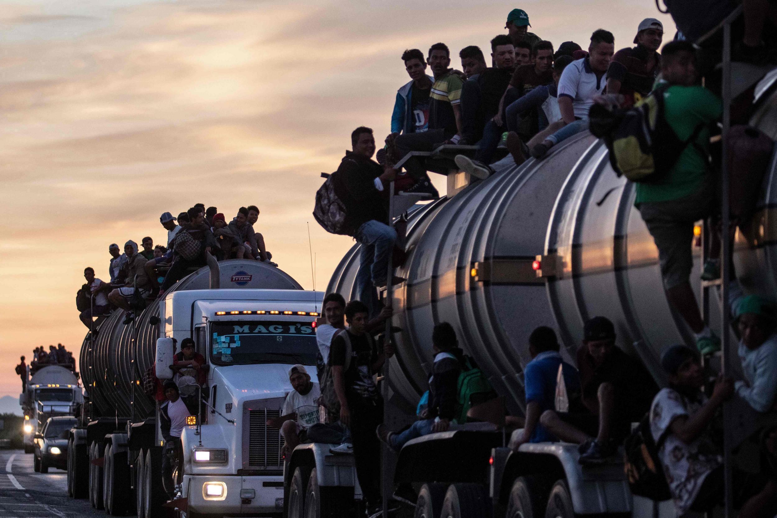 """Résultat de recherche d'images pour """"caravan migrants violent"""""""