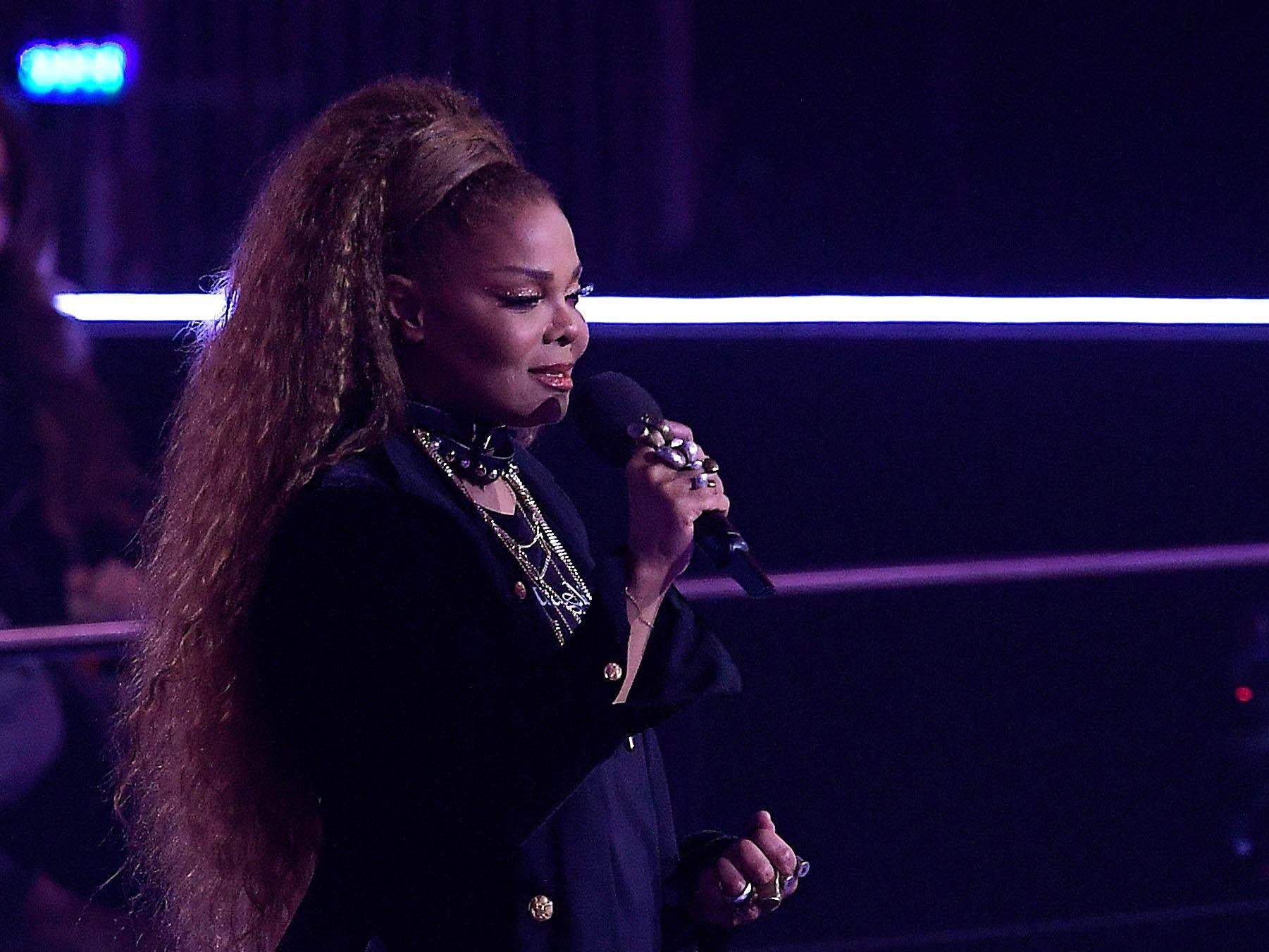 Ð?аÑ?Ñ?инки по запÑ?осÑ? Janet Jackson called for an end to gender inequality during a powerful speech