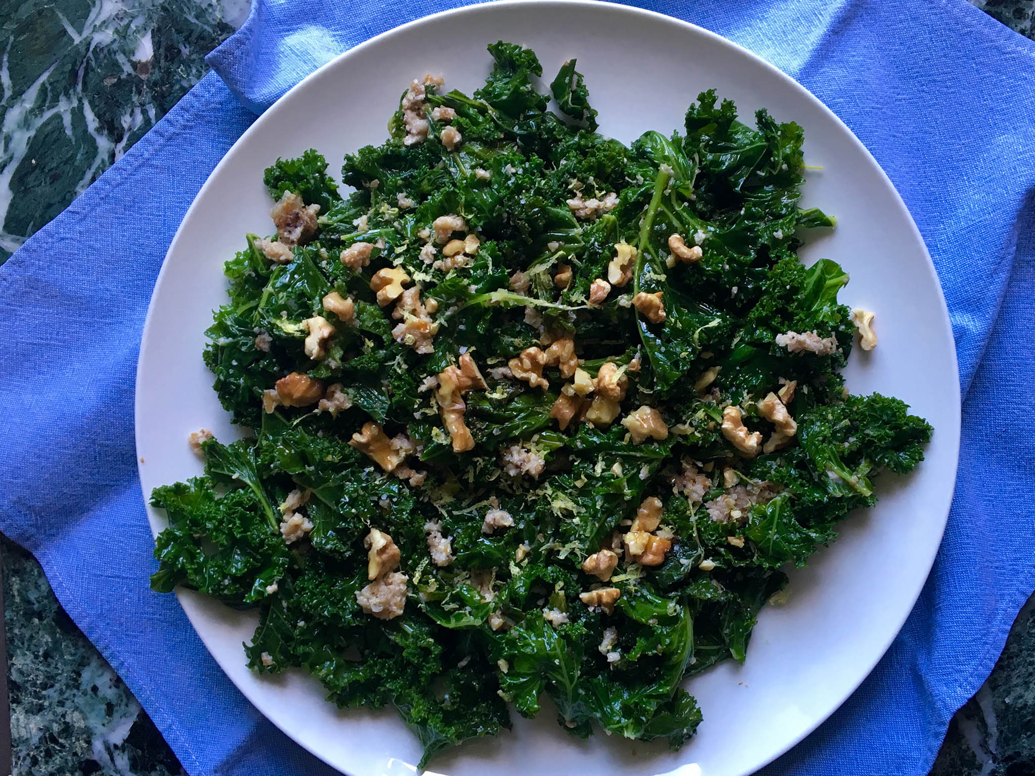 How to make sauteed kale with lemon-walnut sauce 1