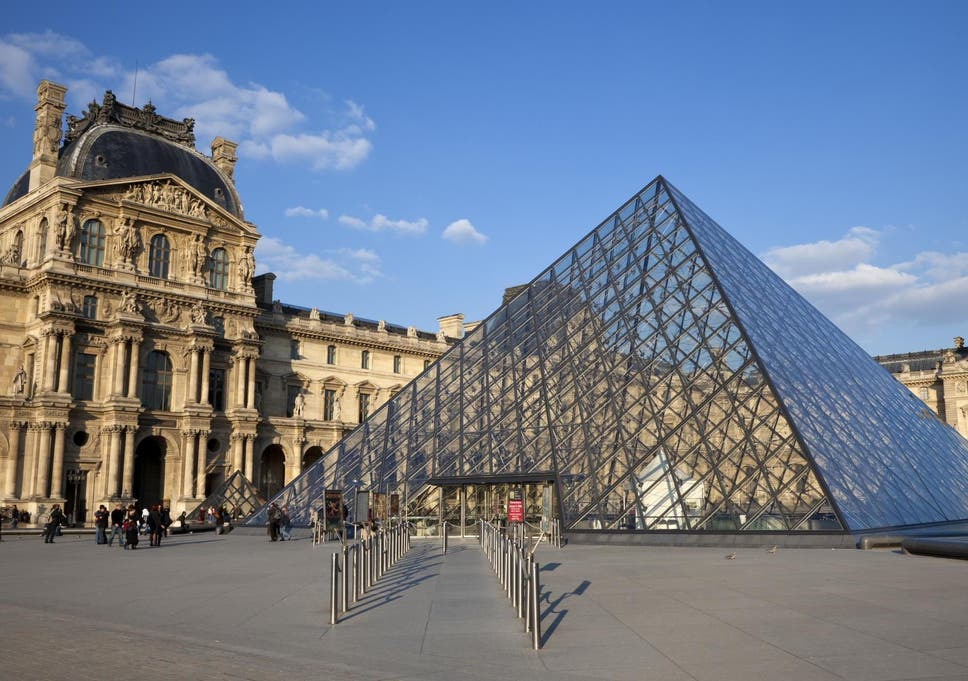 Blogger Claims She Was Denied Entry To The Louvre Because Of Her