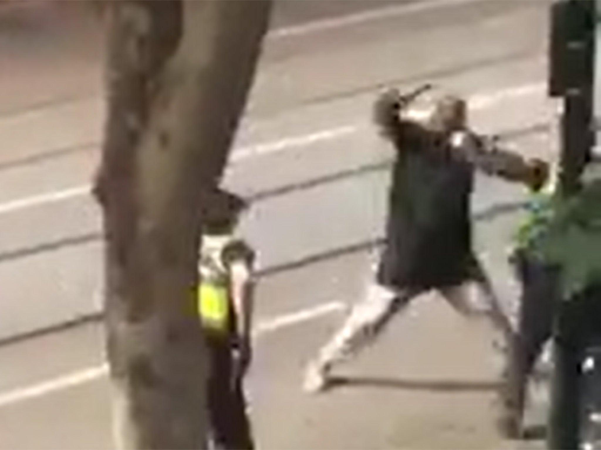 """Ataque terrorista en Melbourne: Knifeman Hassain Khalif Shire Ali, de 30 años, tenía vínculos de """"inspiración"""" con Isis, según la policía"""