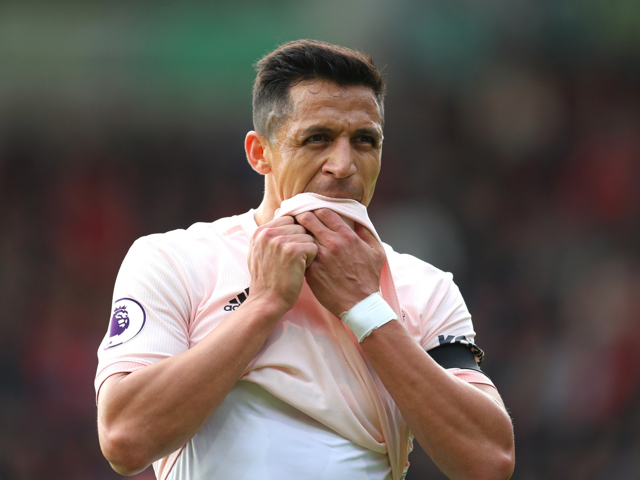 Alexis Sanchez is dissatisfied with Manchester United and under Jose Mourinho as PSG