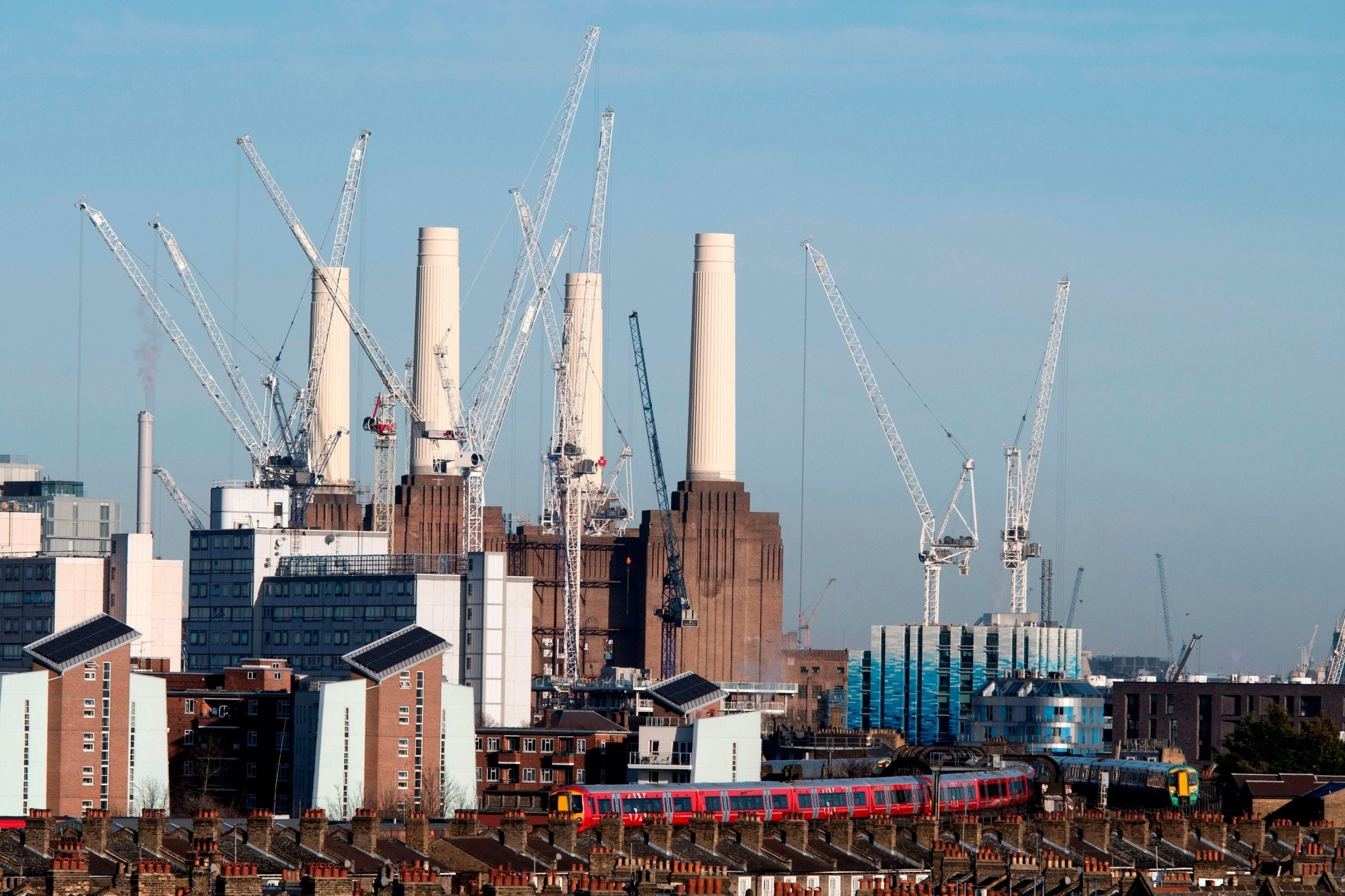 Battersea Power Station: Police close roads near London icon after 'security alert'