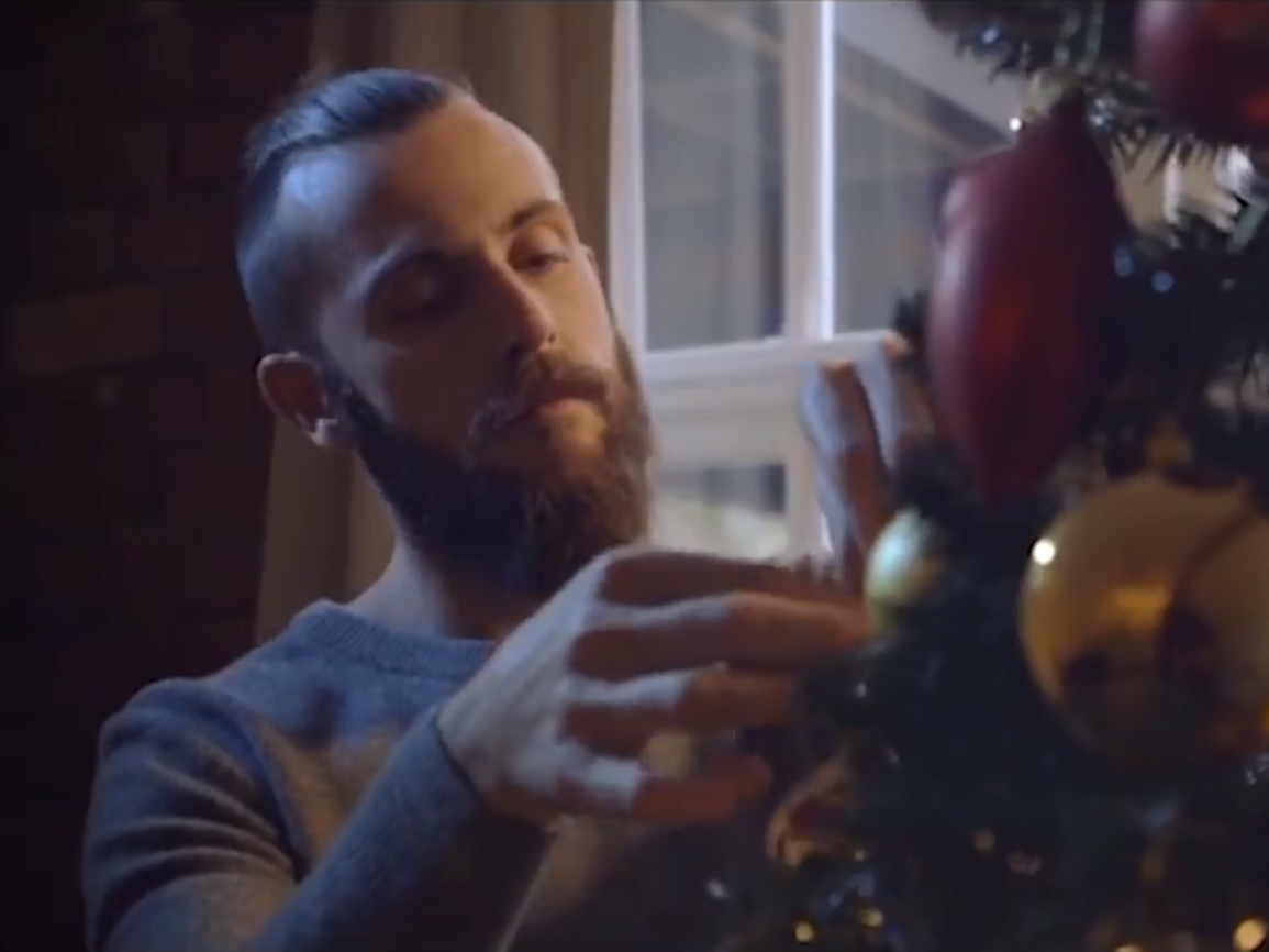 Man makes heartbreaking Christmas advert for just £50 and viewers ...