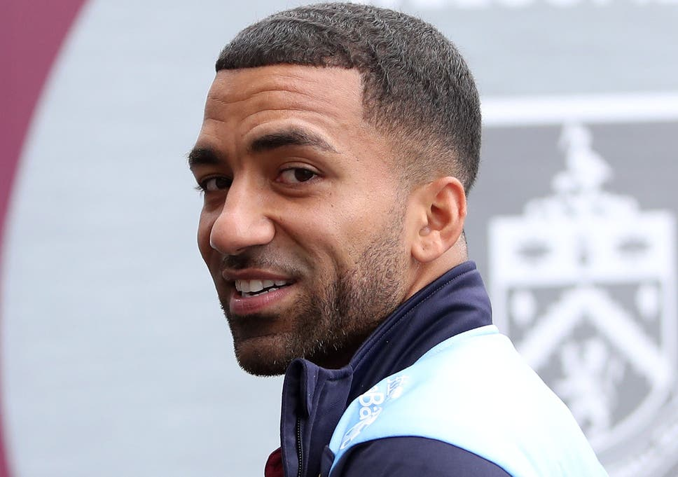 Burnley winger Aaron Lennon offers to help fellow pros