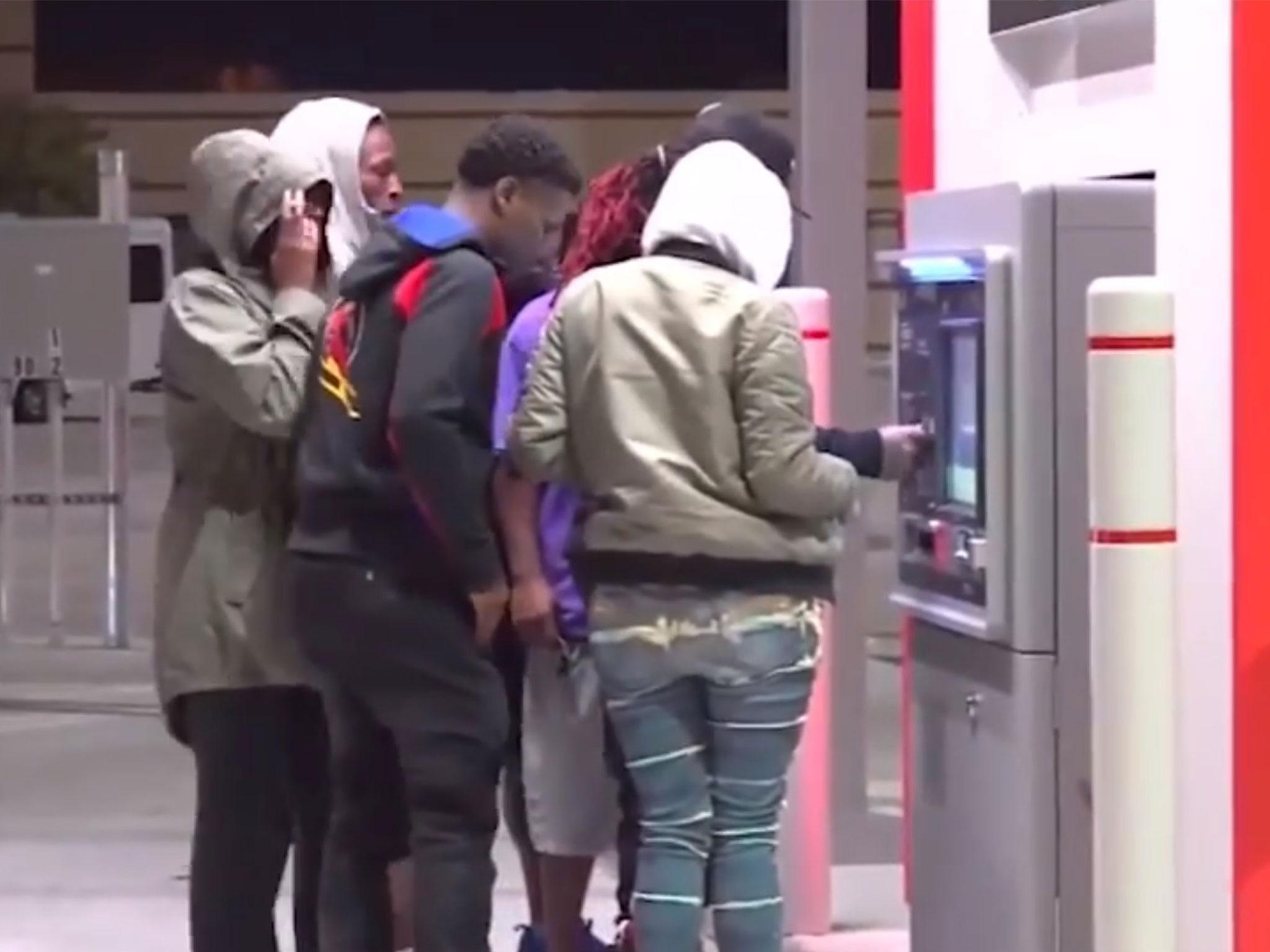Texas ATM begins spitting out $100 bills, sparking fight