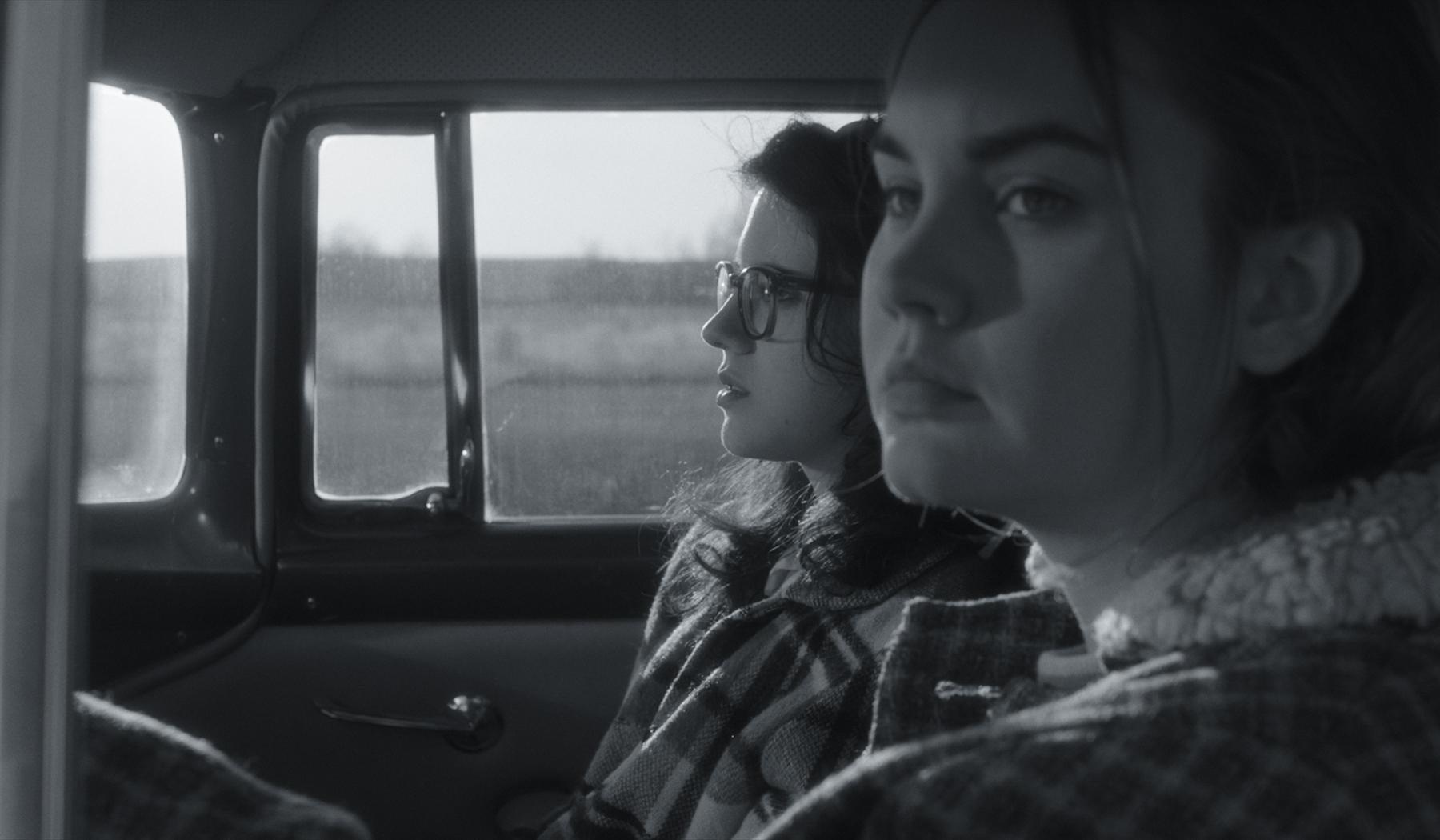 Velvet Buzzsaw Trailer Jake Gyllenhaal Stars In New Netflix
