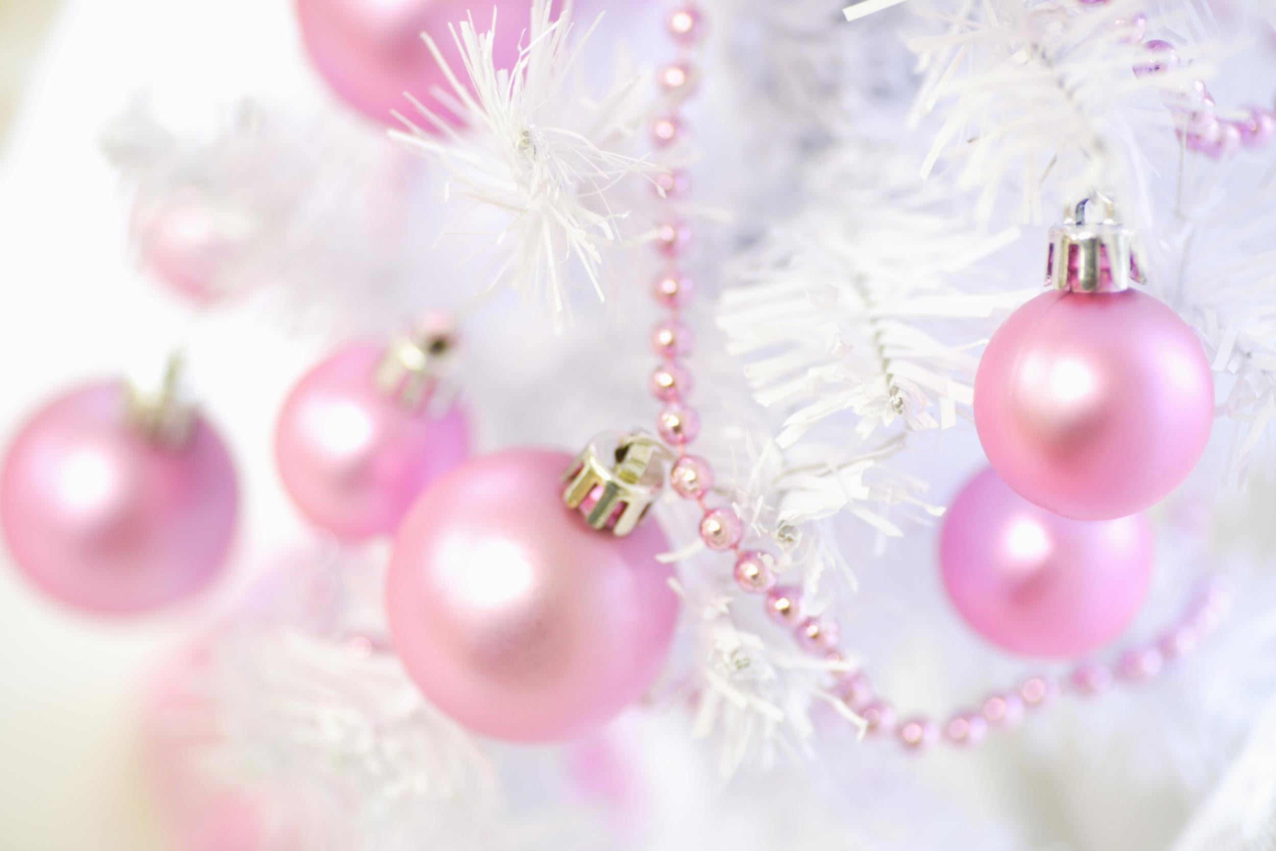 Pink Christmas.Millennials Are Decorating Their Christmas Trees With