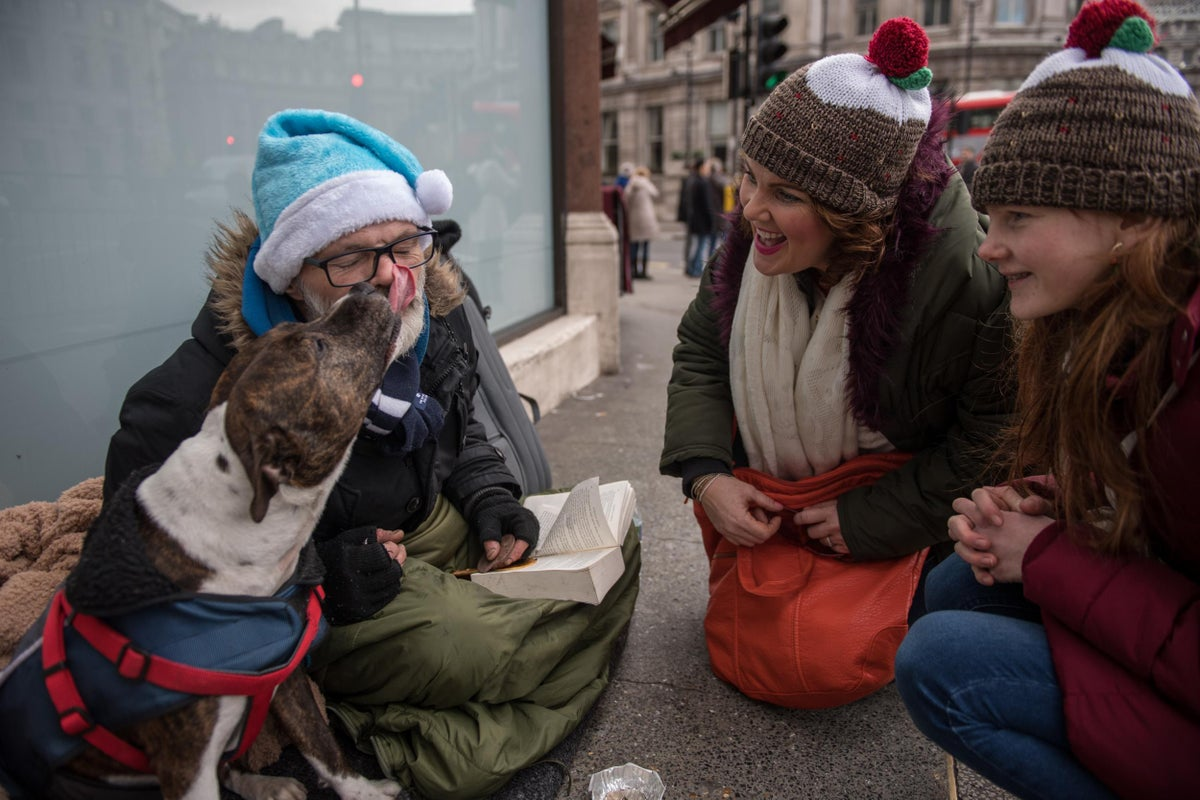 How To Help The Homeless At Christmas From Donating Warm Clothes To Volunteering At A Shelter The Independent The Independent