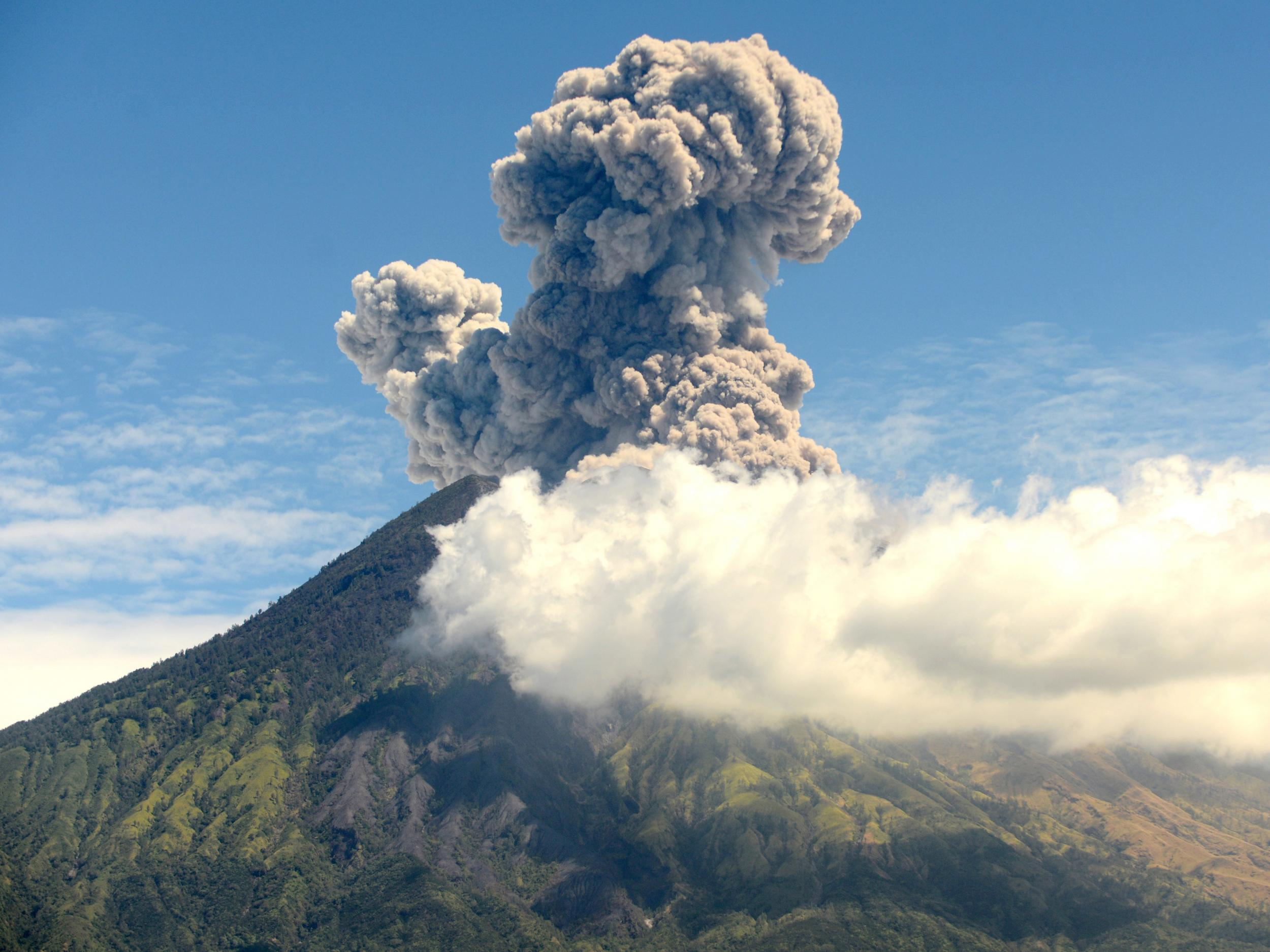 Scientists will soon try to dim the sun in first ever attempt to mimic volcanic eruption and reverse global warming