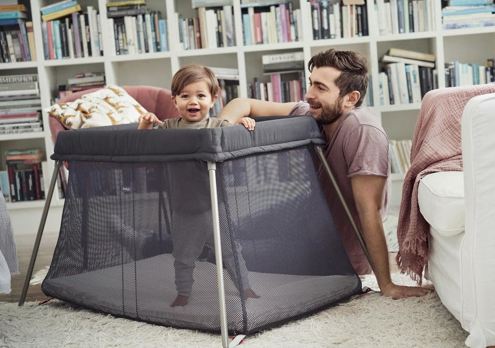 e6fd288000d BabyBjorn Travel Cot Light is easy to put up and fold away