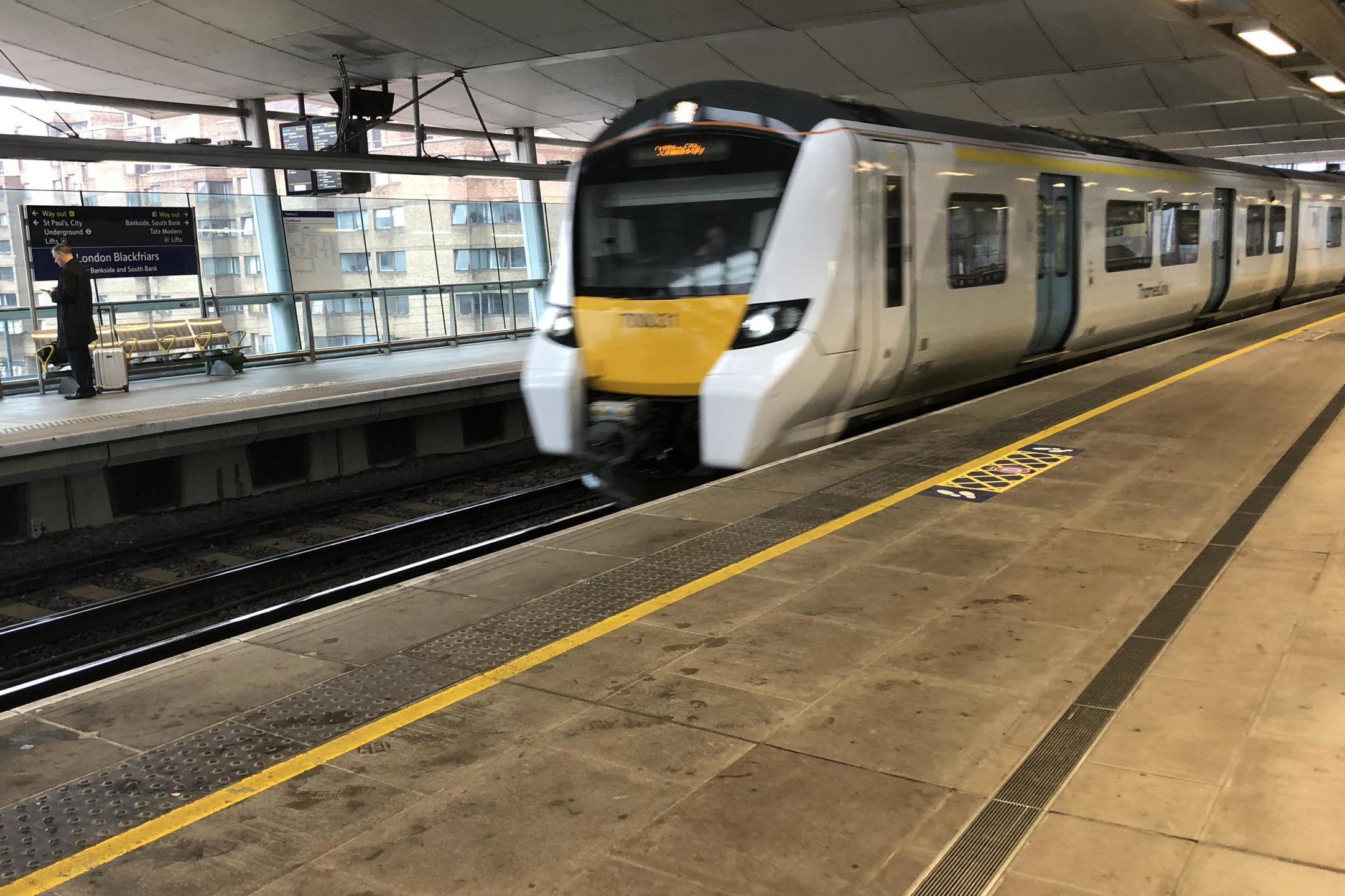 """Los pasajeros de los trenes se enfrentan a """"bolsillos de interrupción"""" a medida que se incorporan nuevos horarios."""