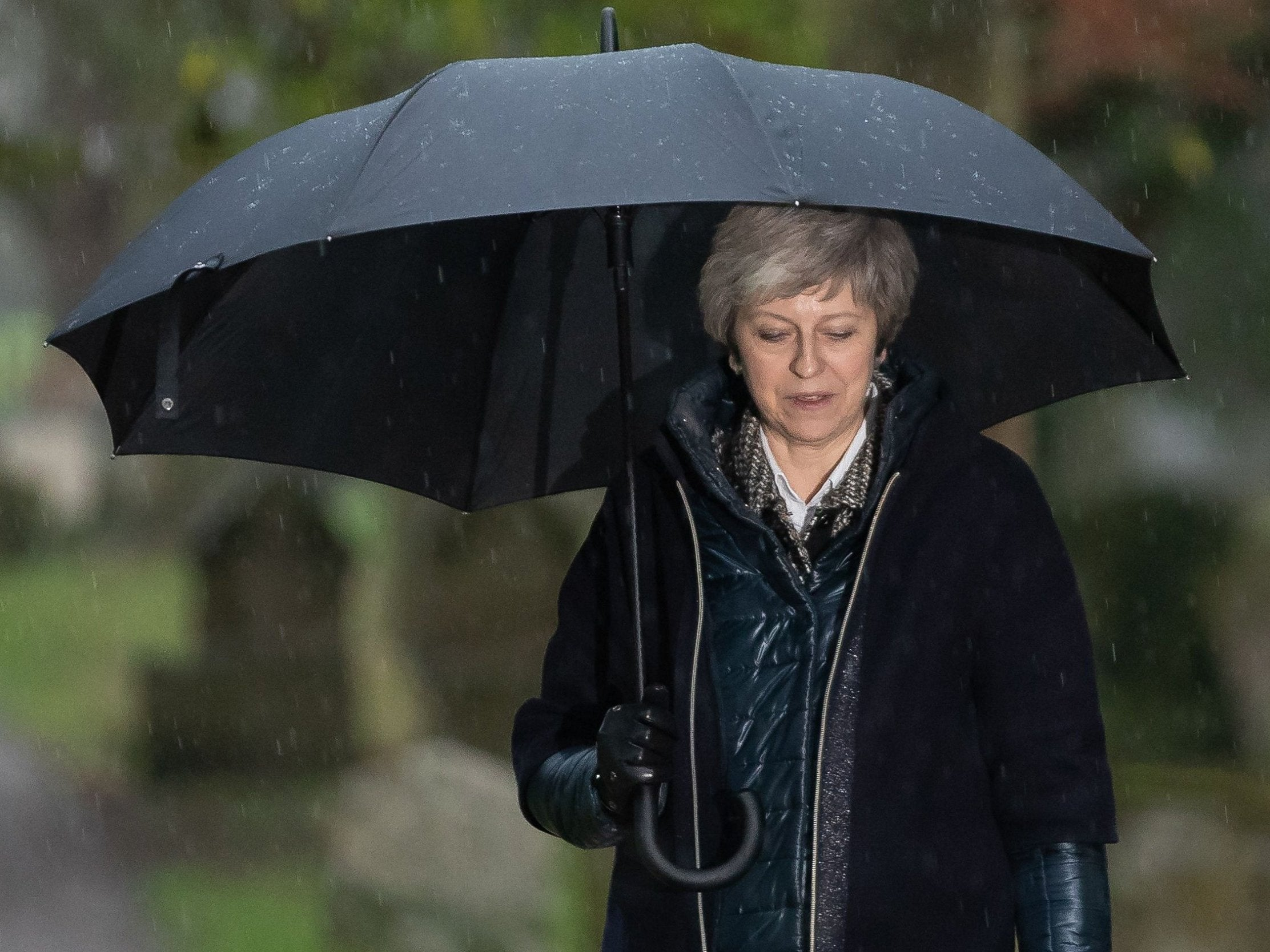 Brexit: Conservative leadership rivals circle Theresa May ahead of expected defeat in crunch Commons vote