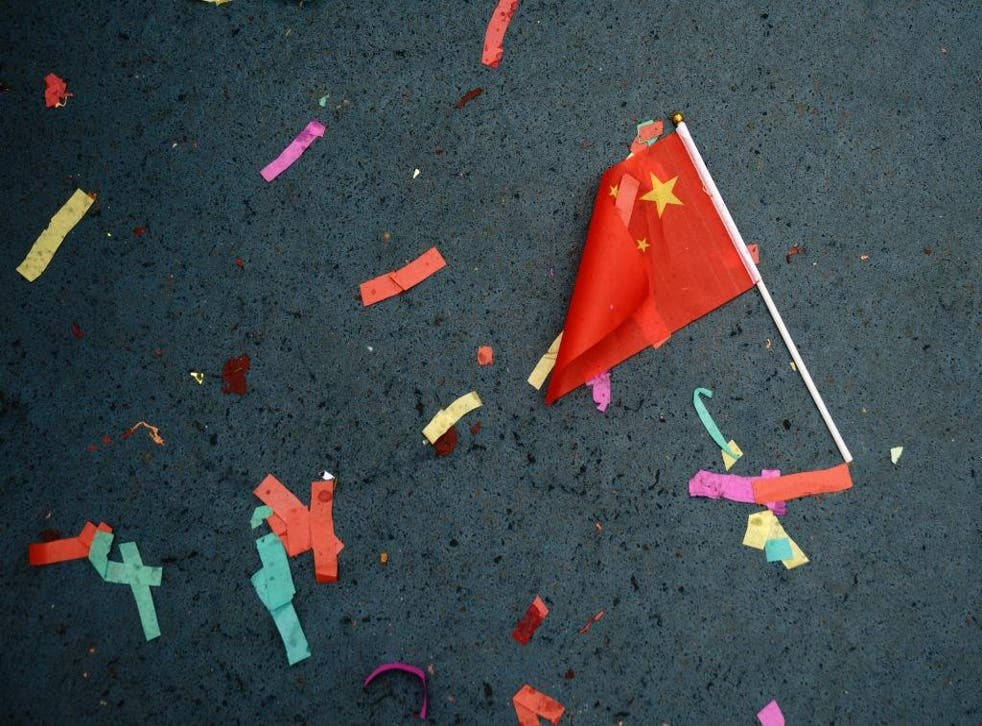 A Chinese flag lays on the ground in New York, 16 February 16, 2018