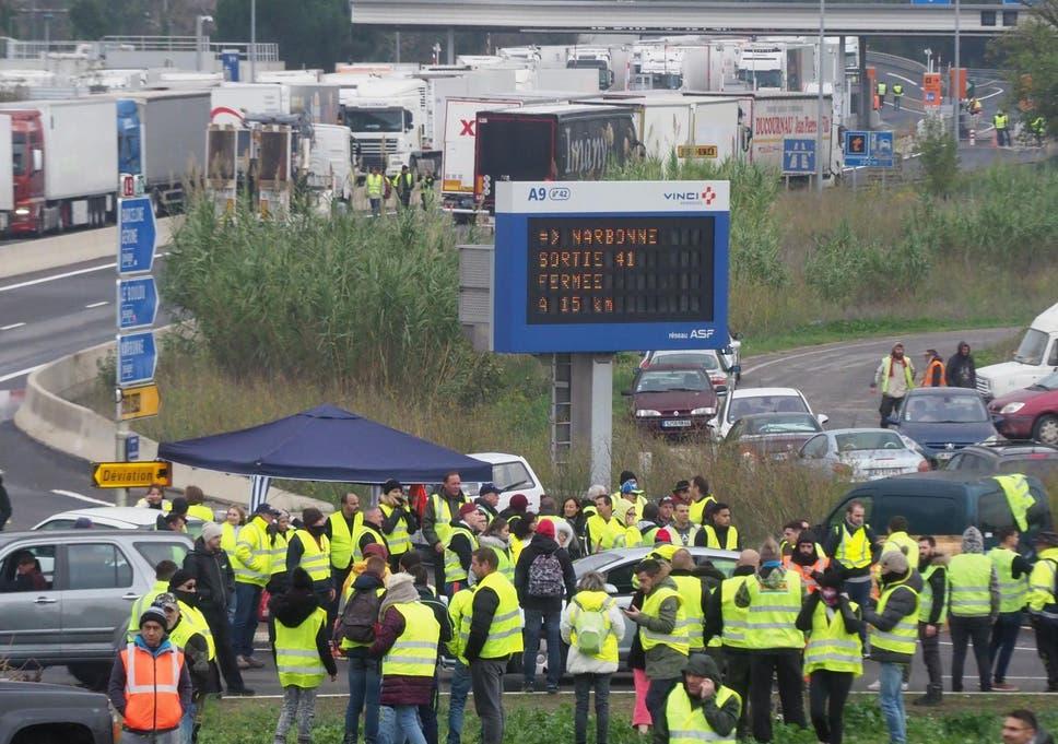 Yellow vest protests: Man killed in France car crash after