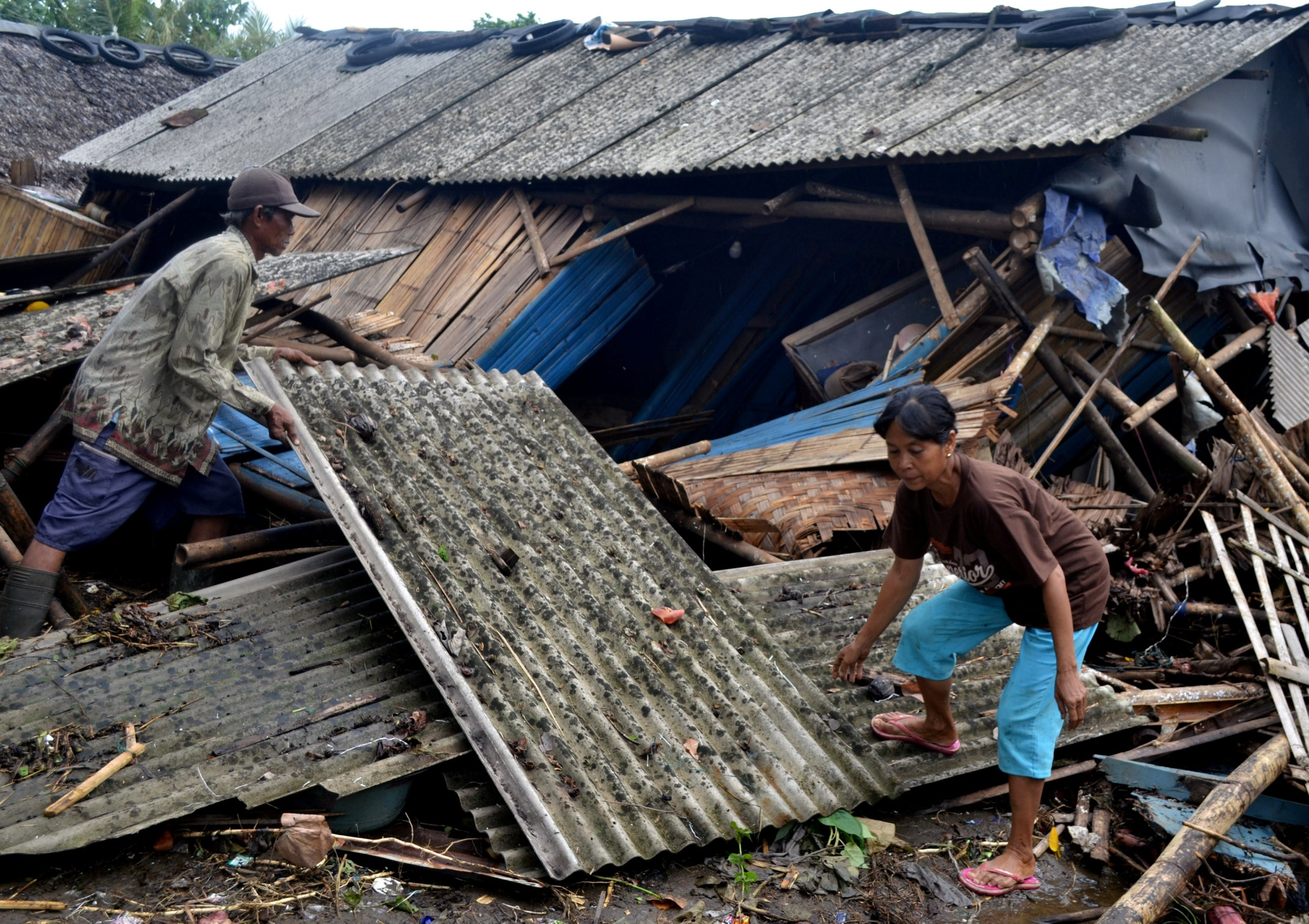 Indonesia earthquake: Tsunami warning issued after quake strikes