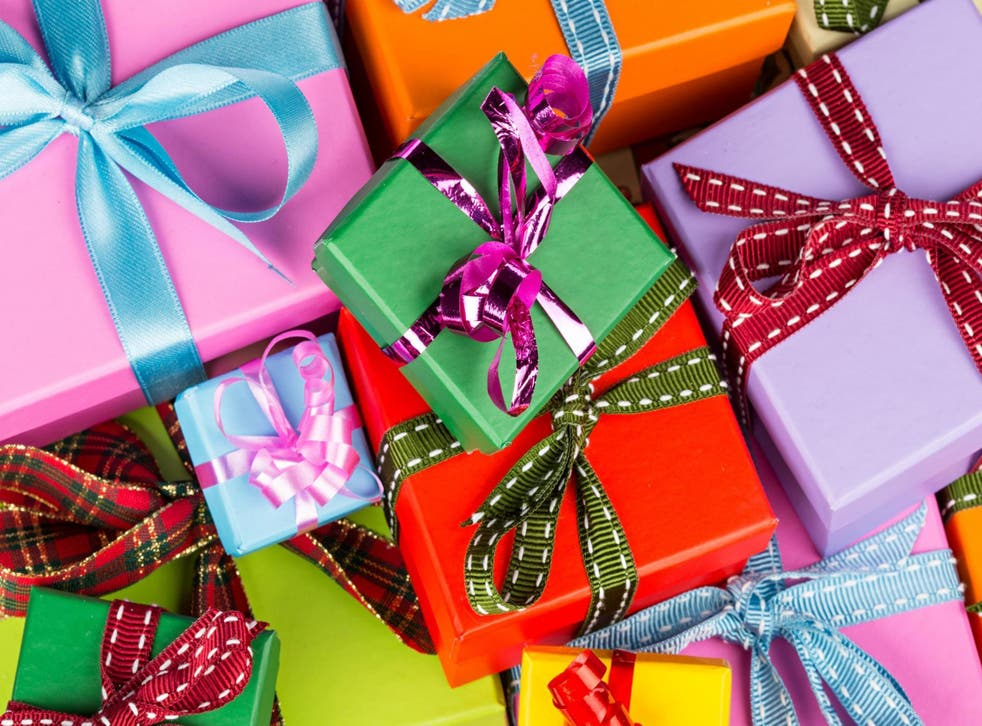 How to wrap Christmas presents with less paper (Stock)