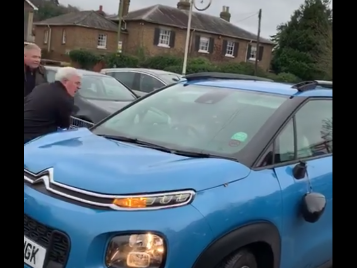 Tesco Carpark Brawl Shoppers Ram Car With Trollies After Hit And