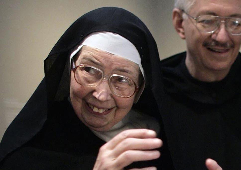 Sister Wendy Beckett: Catholic nun who became a celebrated BBC art