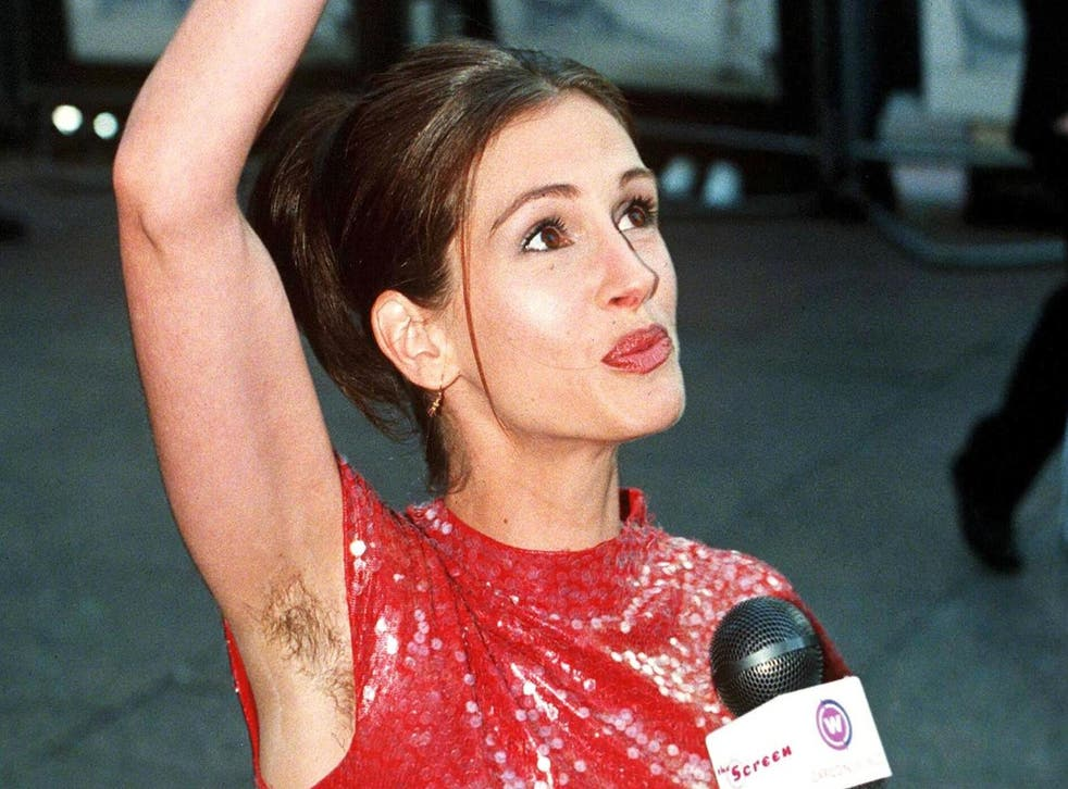 Julia Roberts (unintentionally) bares all at the premiere for 'Notting Hill' 1999