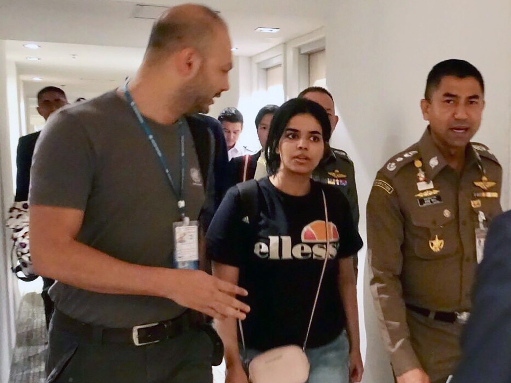 https://www.independent.co.uk/news/world/middle-east/rahaf-al-qunun-petition-asylum-uk-saudi-arabia-family-un-bangkok-australia-latest-a8717156.html