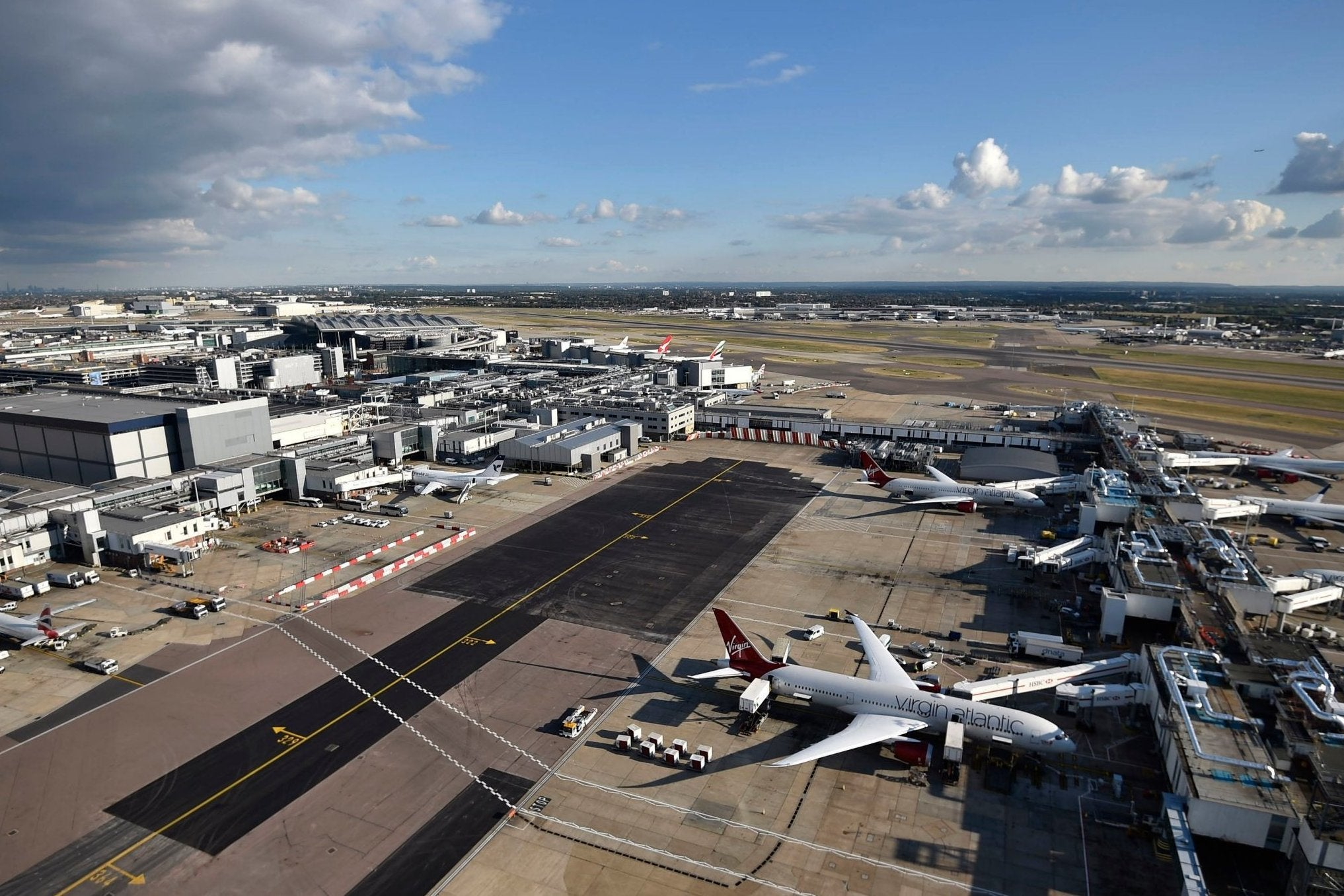 Heathrow Airport's third runway should be scrapped and all growth halted, says report