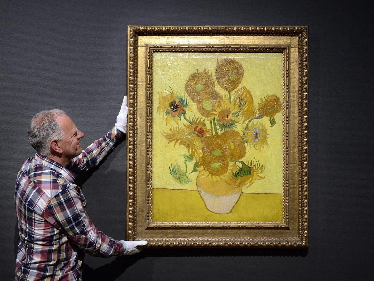 Van Gogh S Wilting Sunflowers Taken Off Wall At Amsterdam Museum For Restoration The Independent The Independent