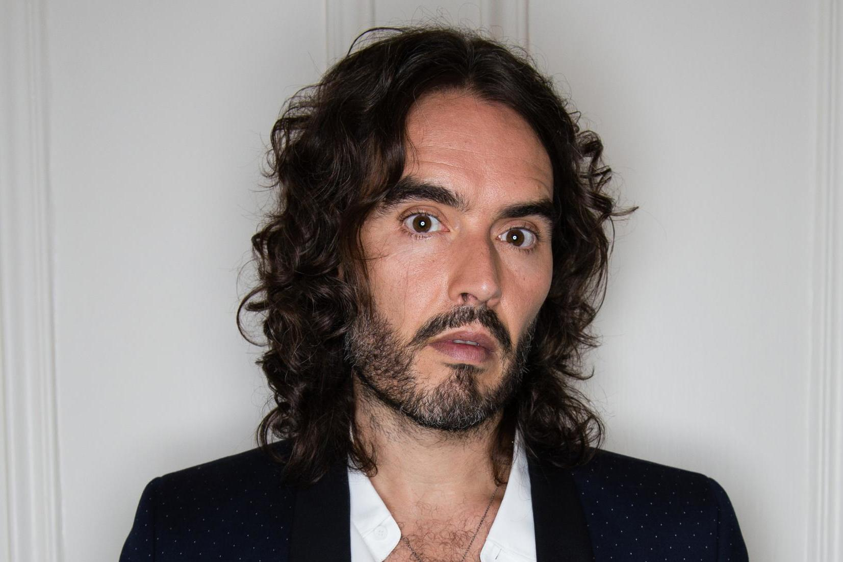 russell brand accused of sexist parenting style after admitting his wife laura does all of. Black Bedroom Furniture Sets. Home Design Ideas