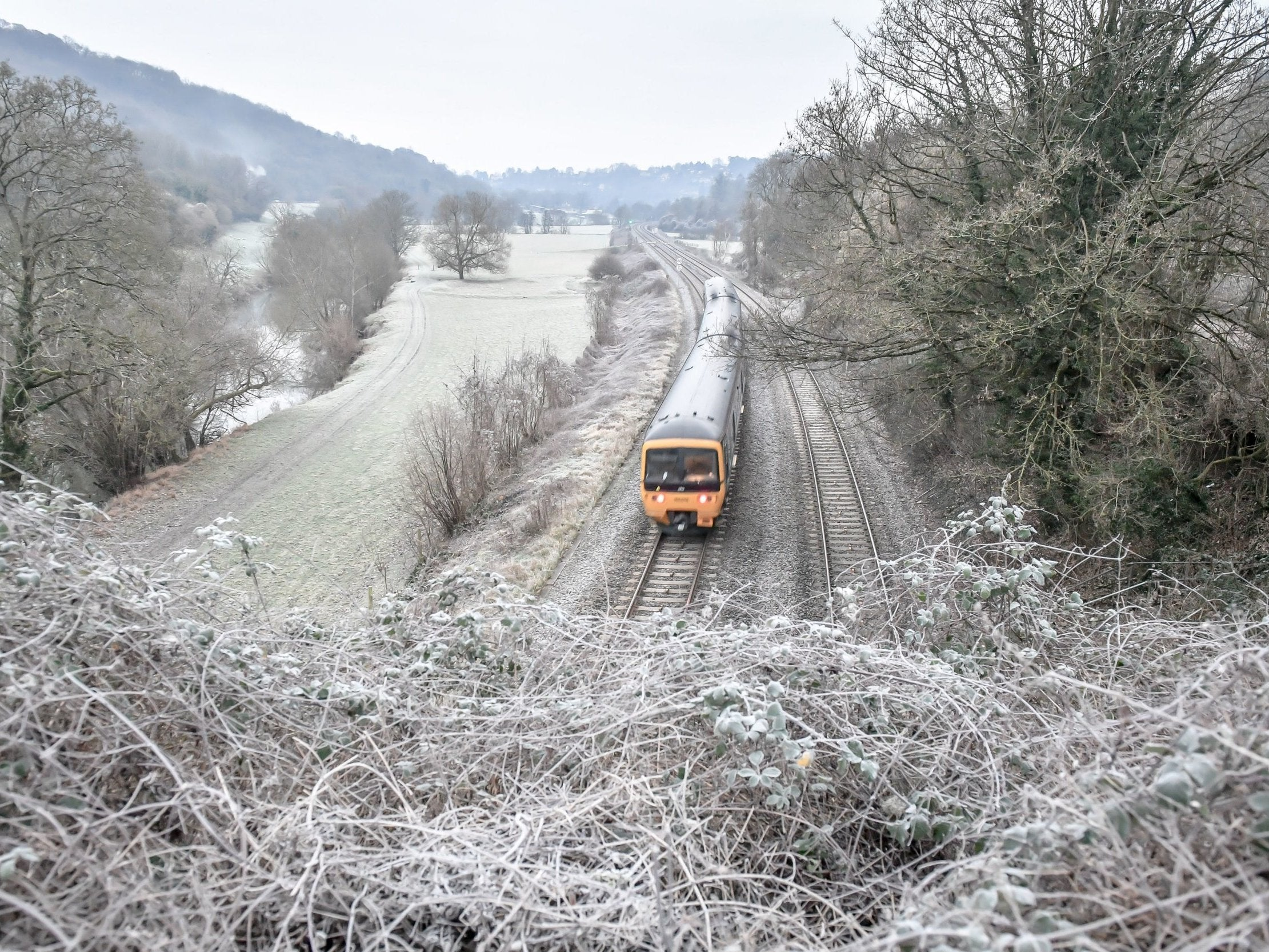 UK weather forecast: Deep freeze continues as warnings issued over snow and ice