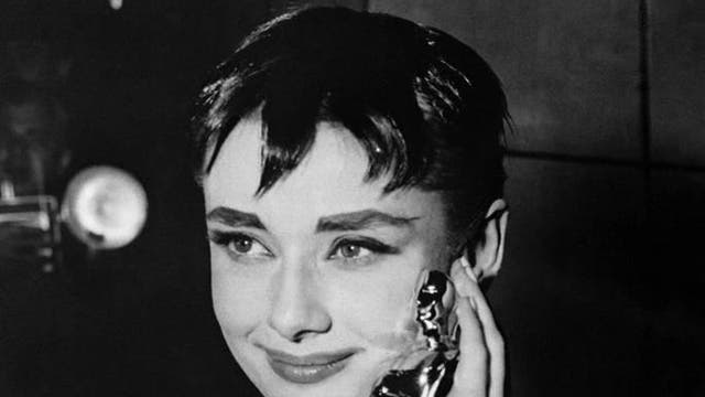 To receive the award for Best Actress at the 1954 Academy Awards, Audrey Hepburn wore a white lace gown by Hubert de Givenchy. This was the first time that she wore the designer off-screen and he remained her favourite designer throughout her life.