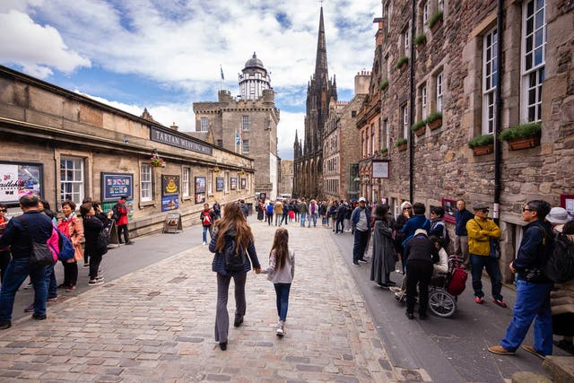 Scottish businesses are being encouraging to cater to Chinese tourists