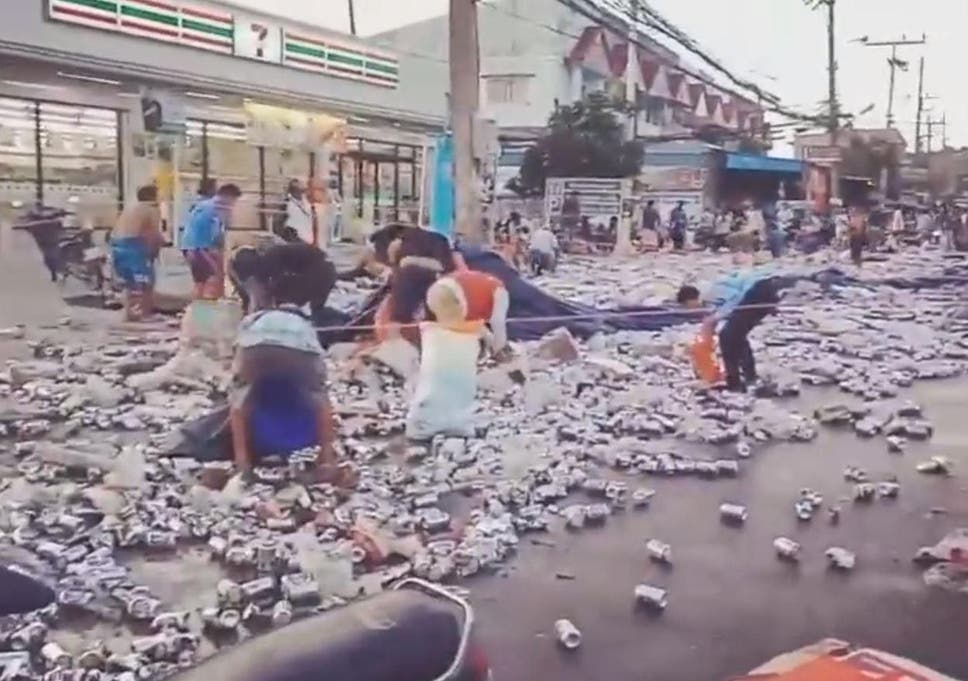 People scramble for free beer after truck carrying 80,000