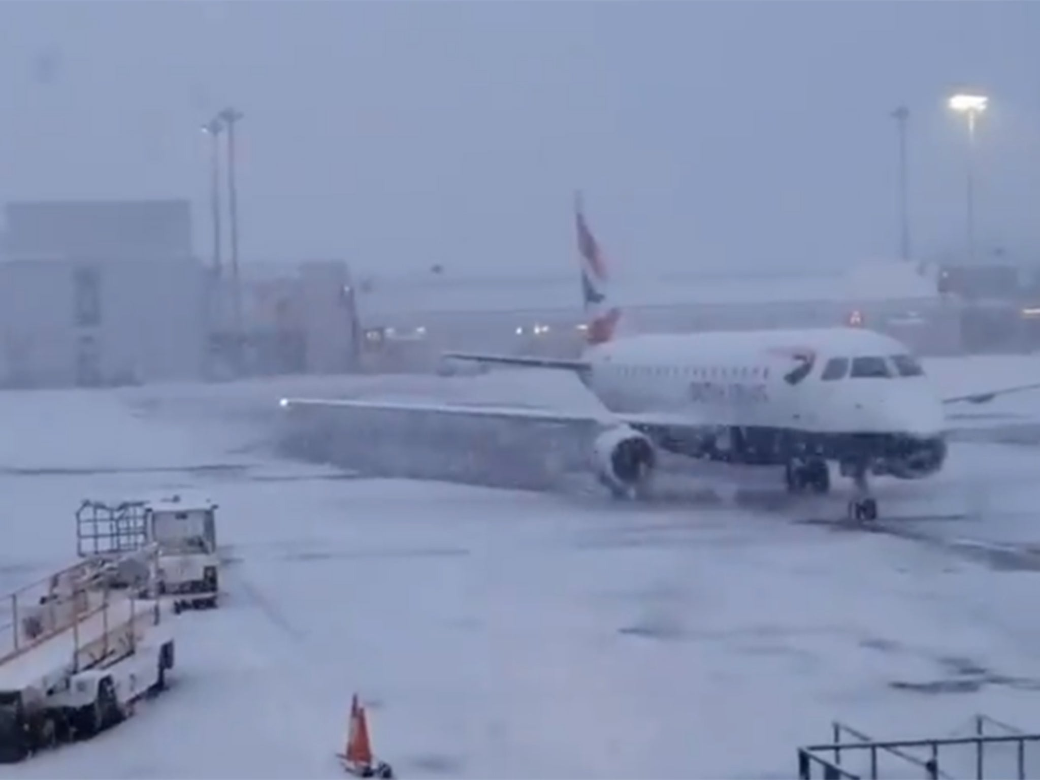 UK snow: Flights cancelled and hundreds of passengers stranded on tarmac amid plummeting temperatures