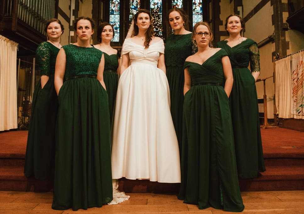 366e3ea523 Bride and bridesmaids praised for  magnificent  dresses designed with  pockets