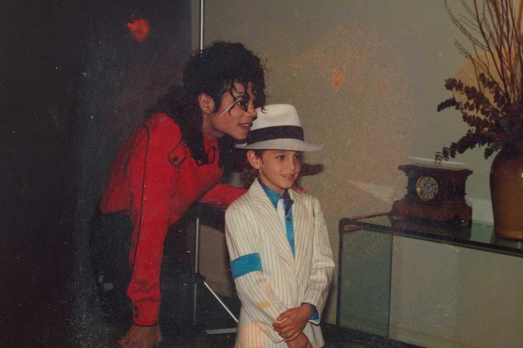 Leaving neverland director receiving abuse from michael for Jackson galaxy band