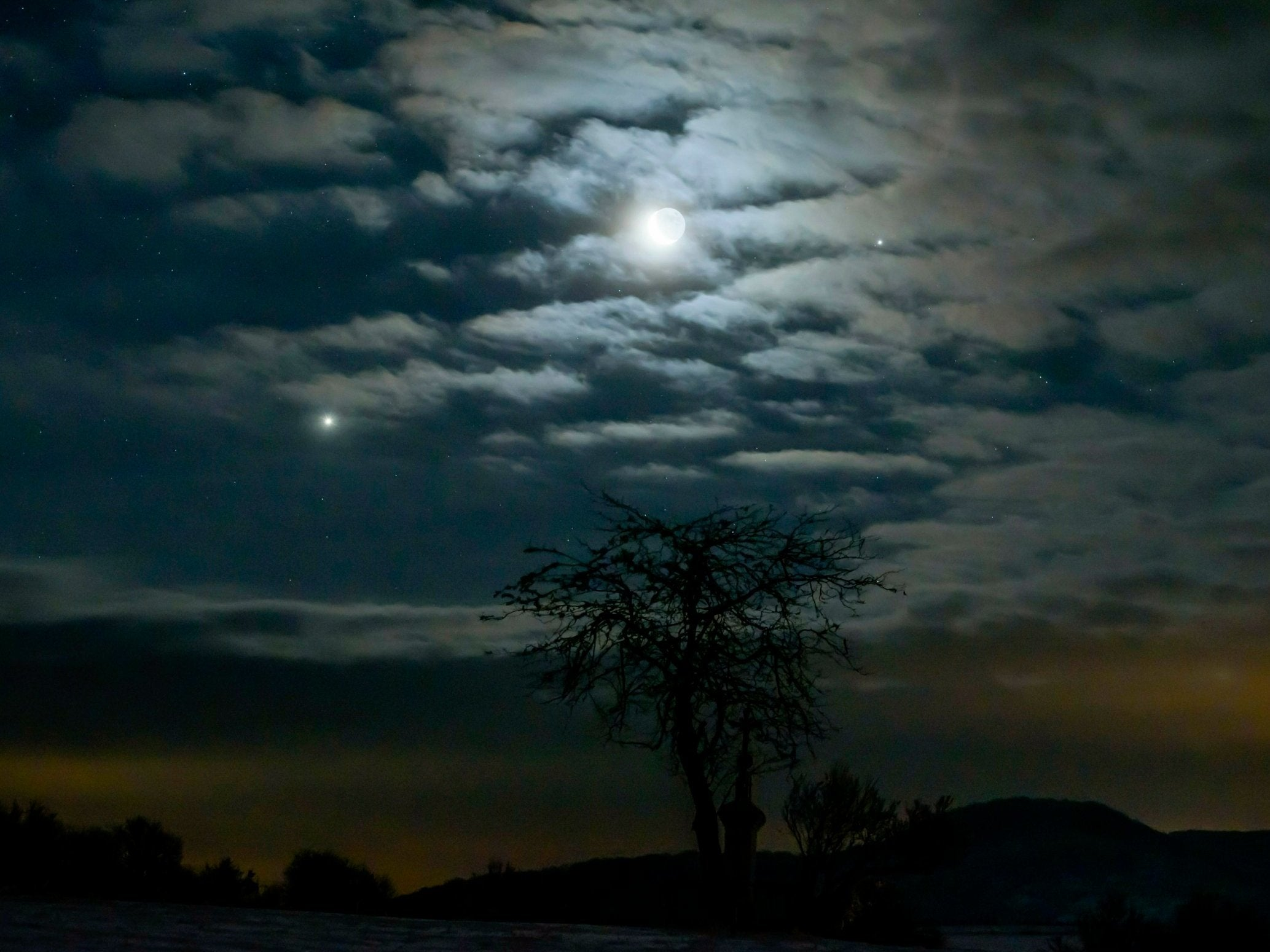 Jupiter and Venus conjunction: Planets align perfectly with moon in early morning spectacle ...