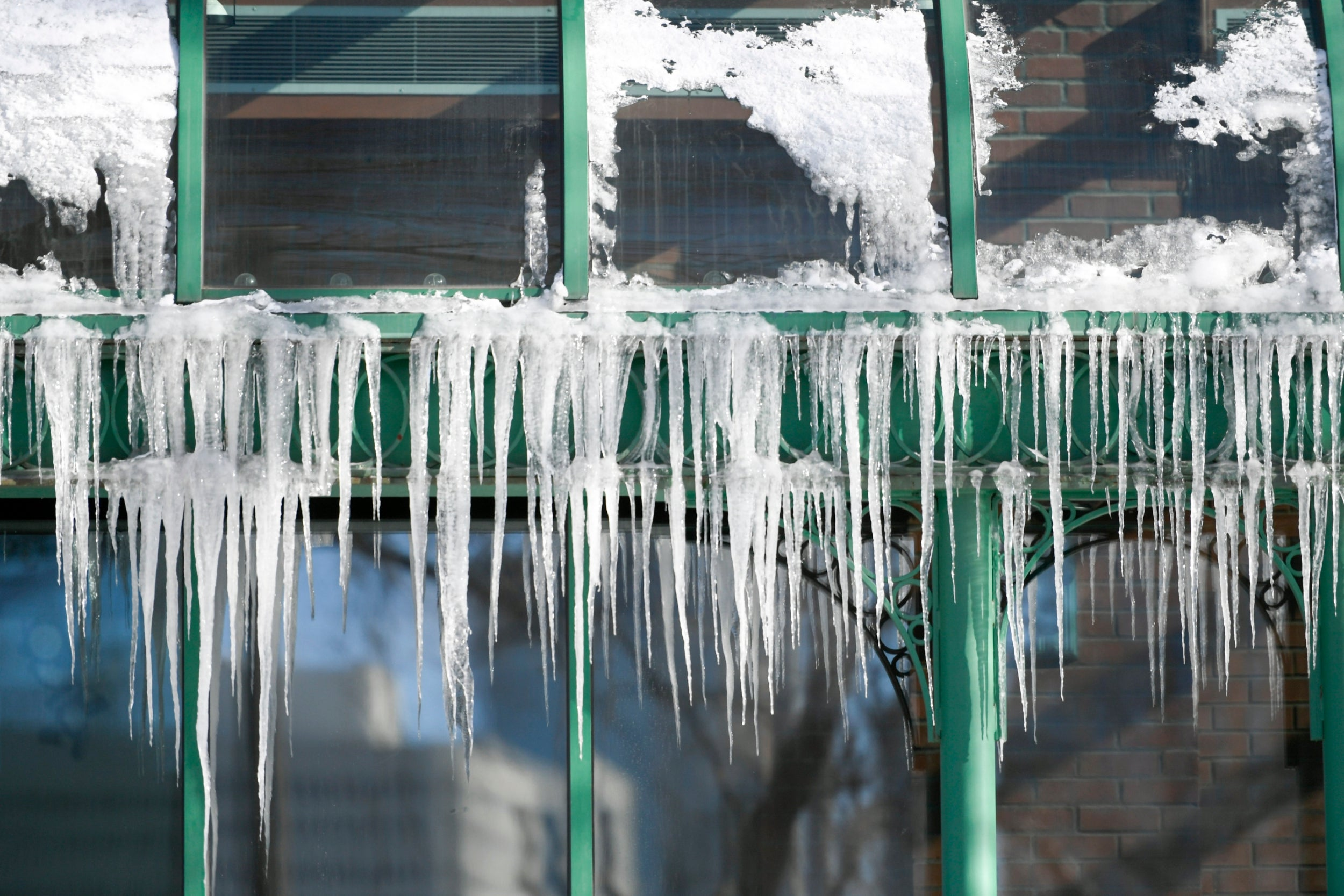 Why does boiling water turn to snow when it's cold? | The