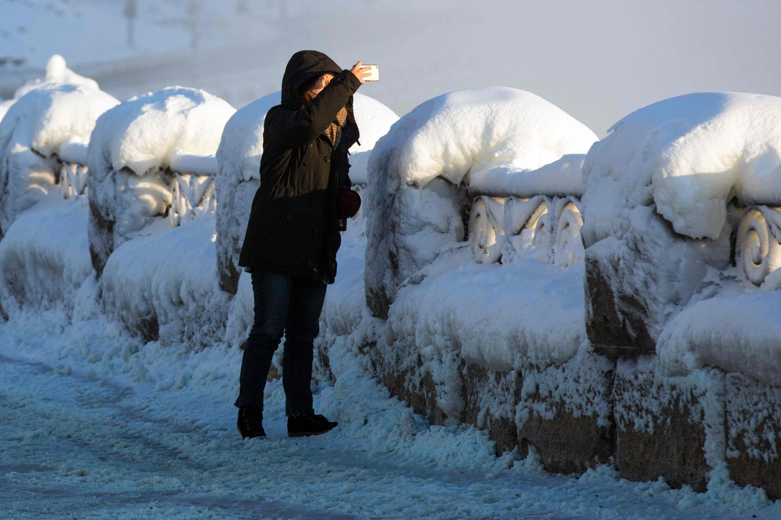 Niagara Falls freezes over with mesmerising results | The