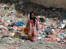 Residents in besieged Yemeni city forced to eat rubbish