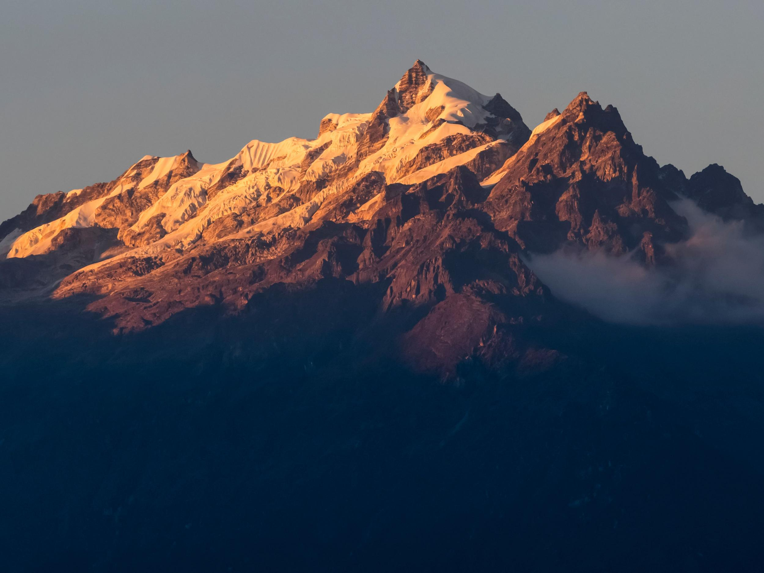 Himalayas seen for first time in decades after pollution drop