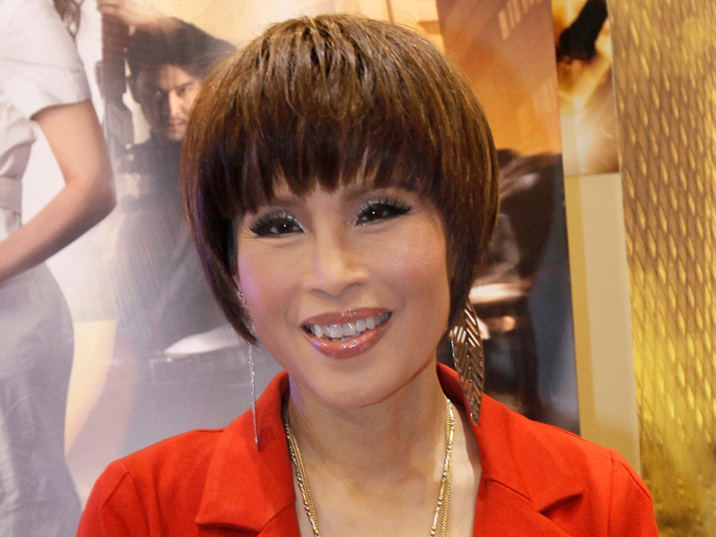 Thai king orders his sister Princess Ubolratana be removed from race to become prime minister