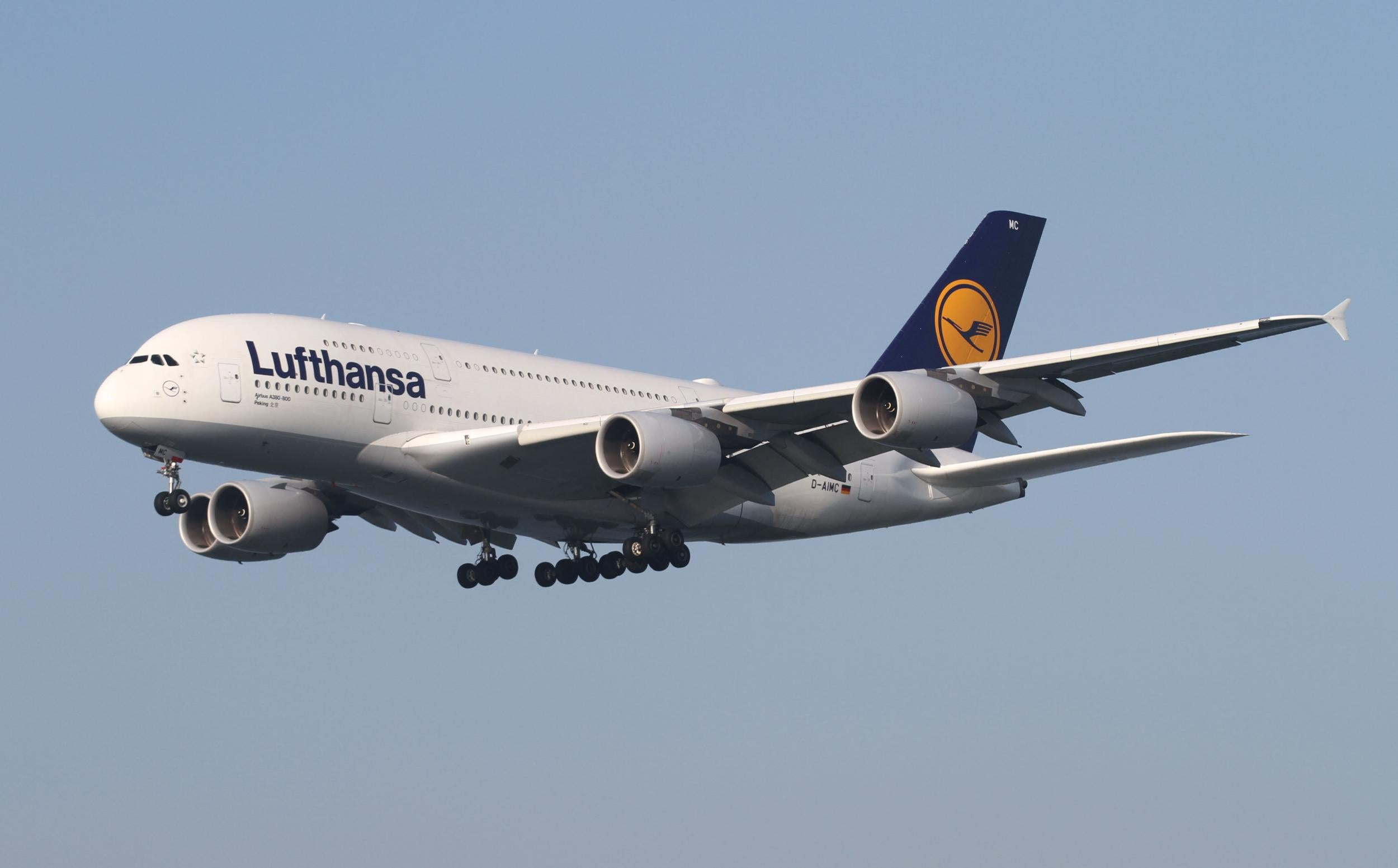Lufthansa CEO calls low-cost flights 'economically, ecologically and politically irresponsible'