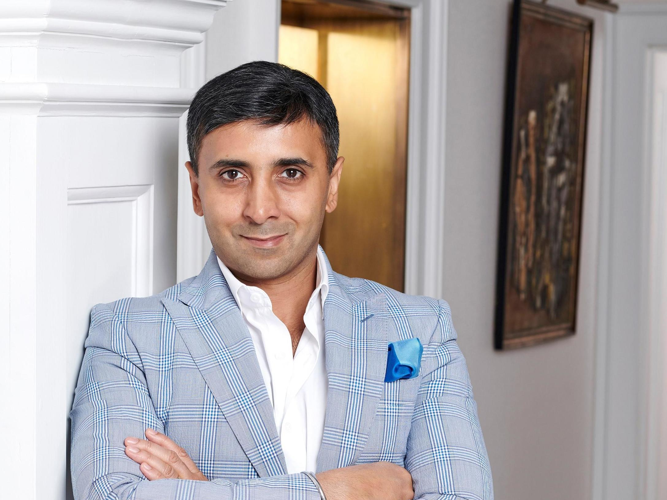 The 46-year old son of father (?) and mother(?) Tej Lalvani in 2021 photo. Tej Lalvani earned a  million dollar salary - leaving the net worth at  million in 2021