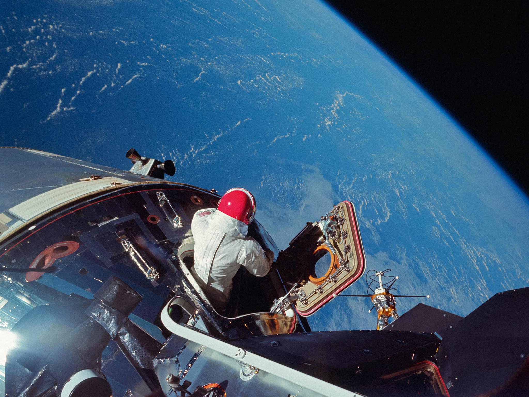 Nasa at 60: Amazing photos of space exploration released ...