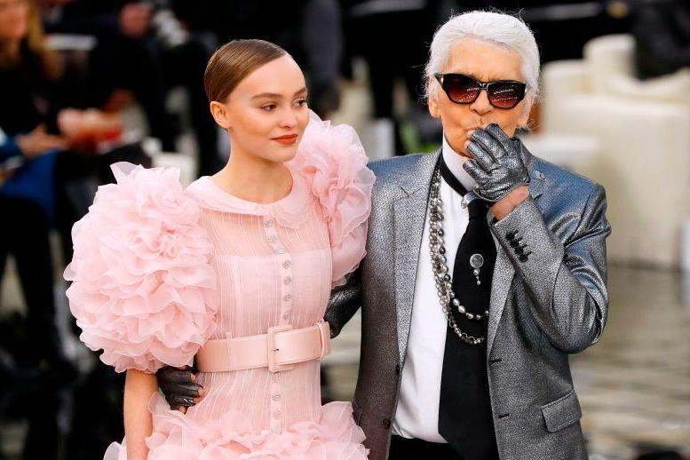 Karl Lagerfeld The Real Reason The Late Designer Always Wore Fingerless Gloves The Independent Independent