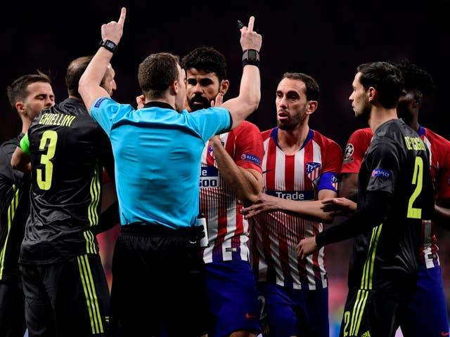 Diego Costa confronts referee Felix Zwayer