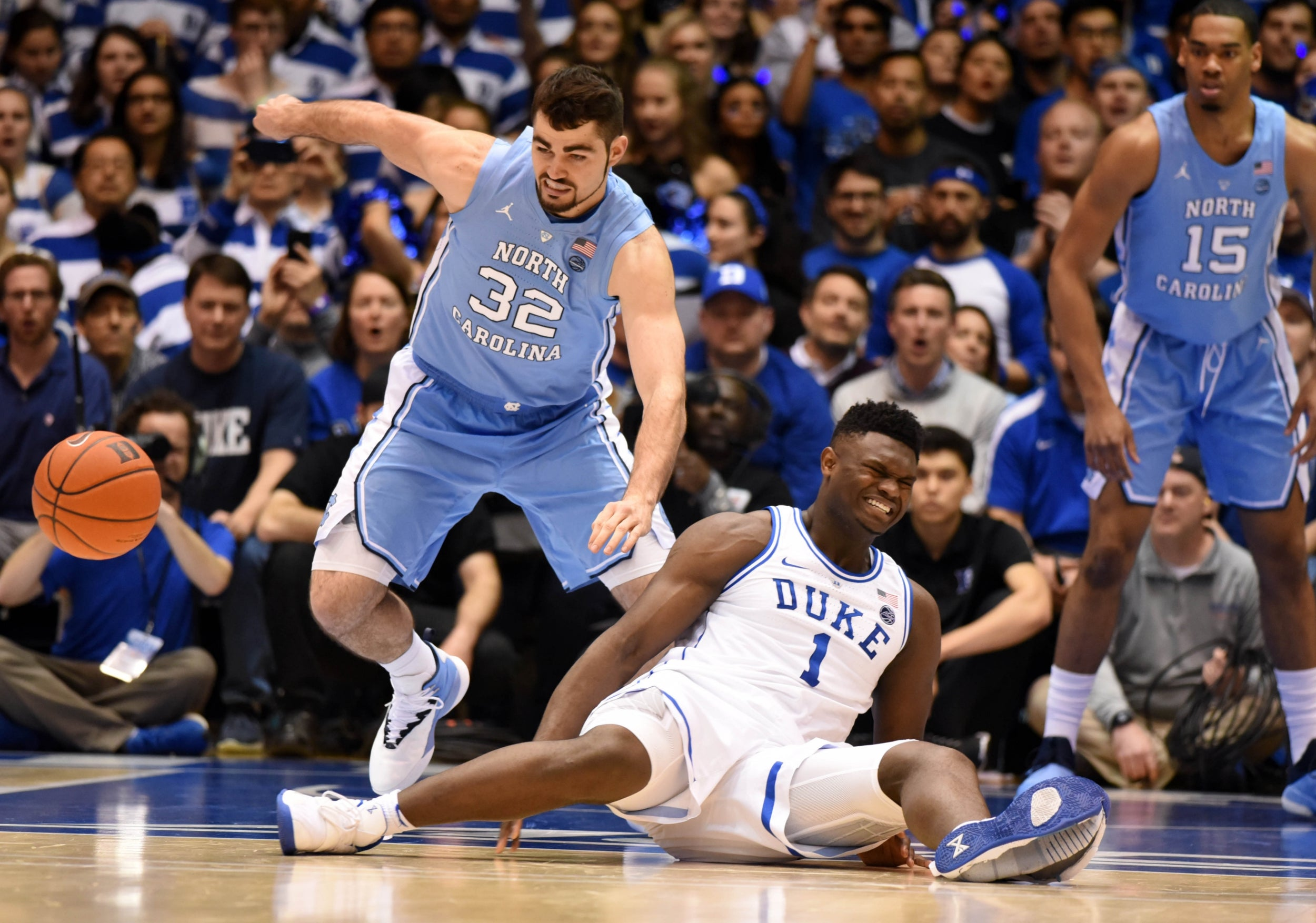 b2fdfcf9fb3 Nike stock market value plunges by $1.1bn after basketball star Zion  Williamson's shoe breaks
