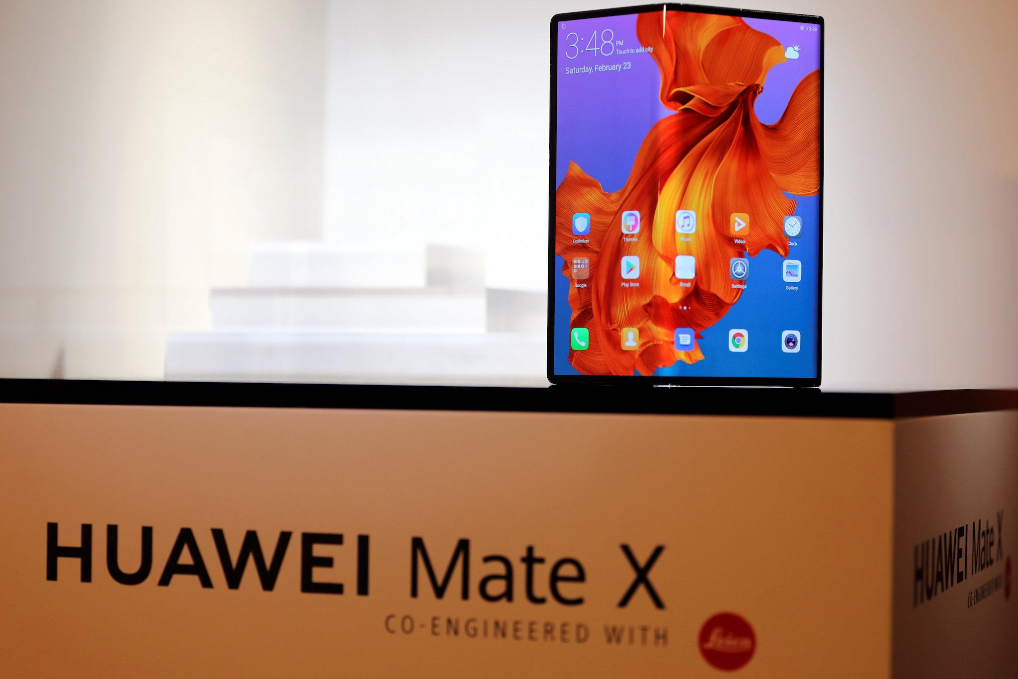 Huawei delays Mate X folding phone launch to avoid Samsung mess